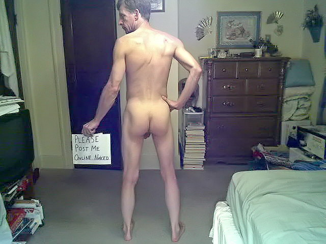 "David Steckel naked with sign - ""Please post me online naked"""